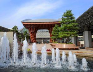 金沢駅の鼓門です