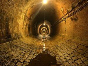 トンネル 奥