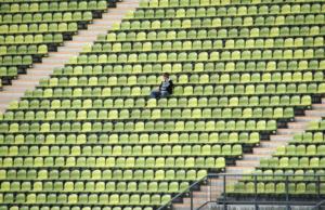 ガラガラの観客席