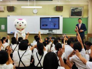 小学校での講演の様子です
