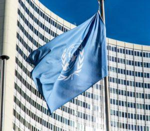 国連の旗とSDGsの関係。SDGsの専門家、SDGsのセミナー講師が得意な、行政書士(石川県)がご説明します!