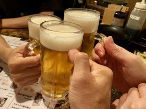 居酒屋 ビール 乾杯