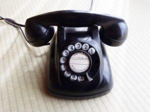 黒電話です